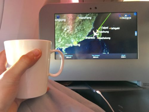 A final tea on approach to HKG. | Image by Chris Dong